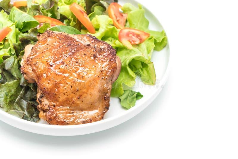 Bistecca arrostita del pollo con insalata di verdure fotografia stock