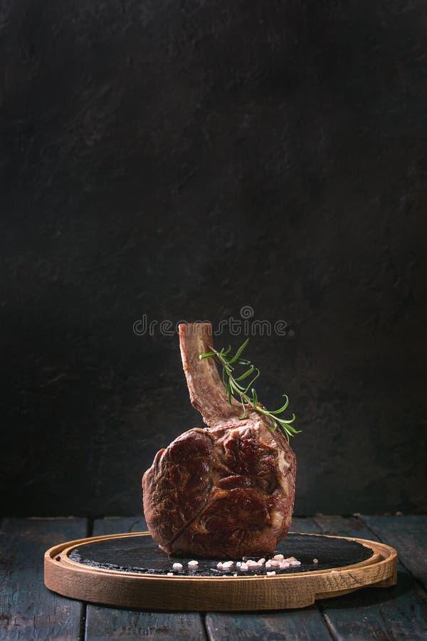 Bistecca arrostita del tomahawk immagine stock