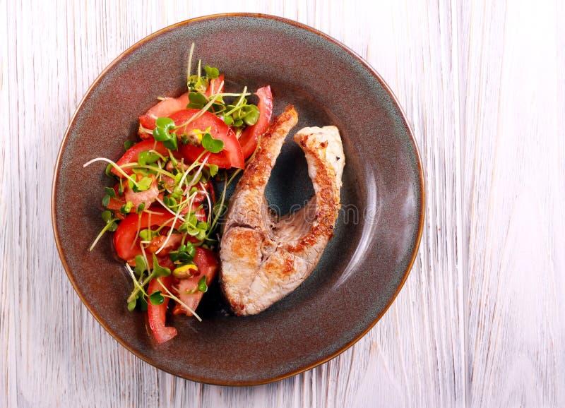 Bistecca comune della carpa, fritta fotografia stock libera da diritti