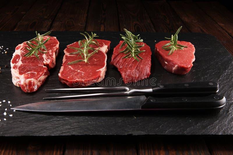 Bistecca cruda Arrostisca col barbecue Rib Eye Steak, bistecca invecchiata asciutta di entrecôte di Wagyu fotografia stock