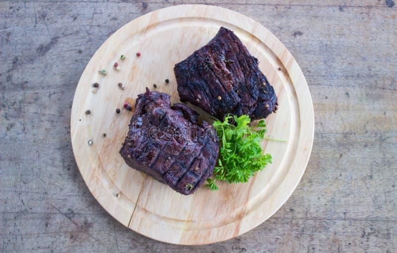 Bistecca del BBQ Bistecca di manzo arrostita del barbecue immagine stock
