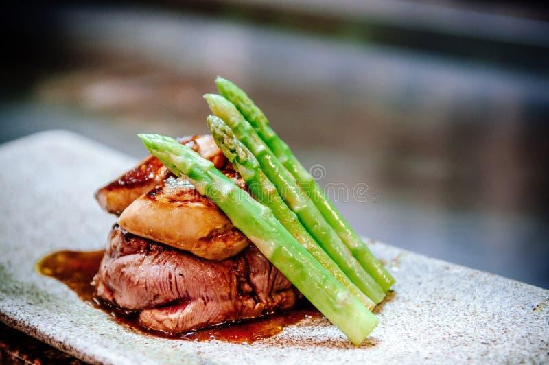 Bistecca del mignon di raccordo con il foie gras Teppanyaki che pranza stile fotografia stock libera da diritti