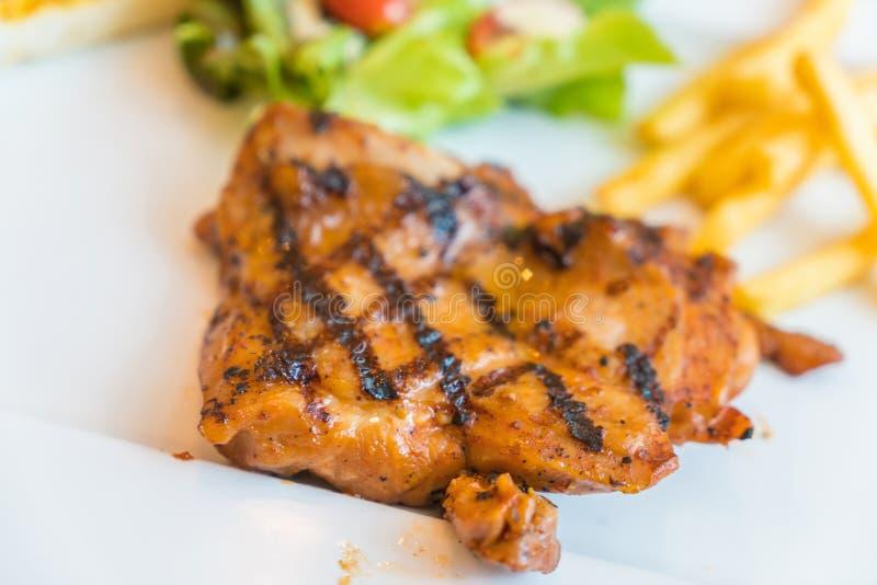 Bistecca del pollo della griglia fotografie stock libere da diritti