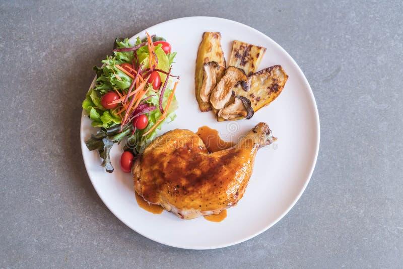 bistecca del pollo delle griglie con la salsa di teriyaki immagini stock libere da diritti