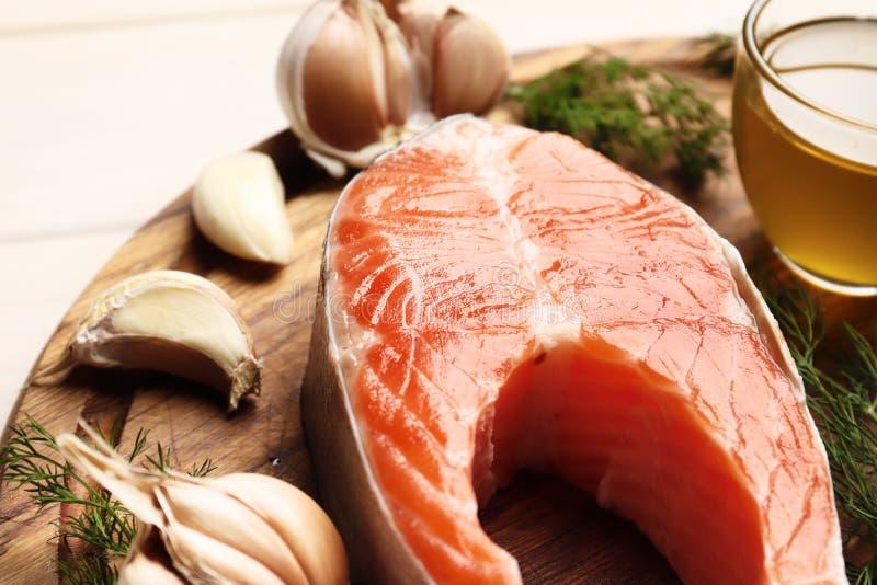 Bistecca di color salmone fresca immagini stock