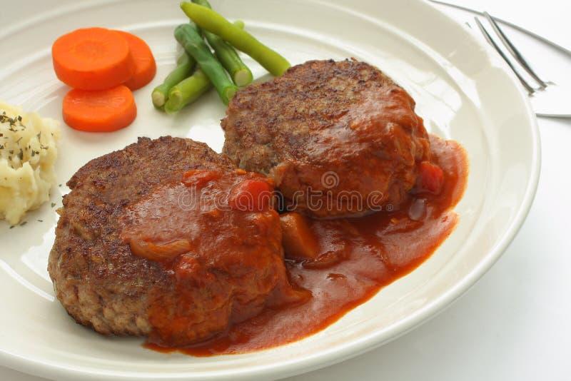 Bistecca di hamburger con la salsa di Brown fotografia stock libera da diritti