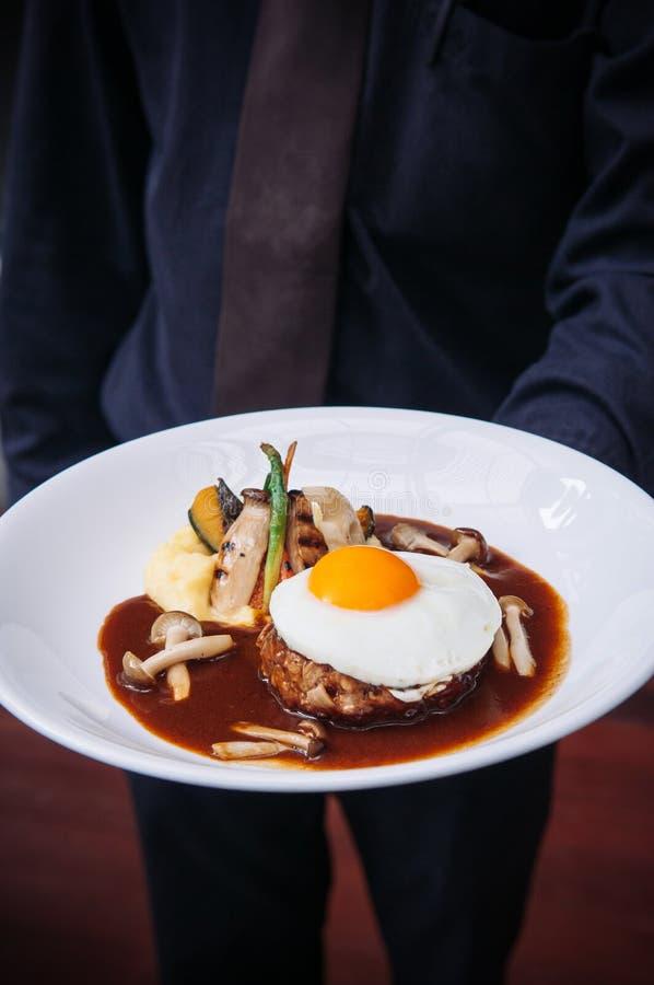 Bistecca di hamburger giapponese con sul piatto l'uovo fotografia stock