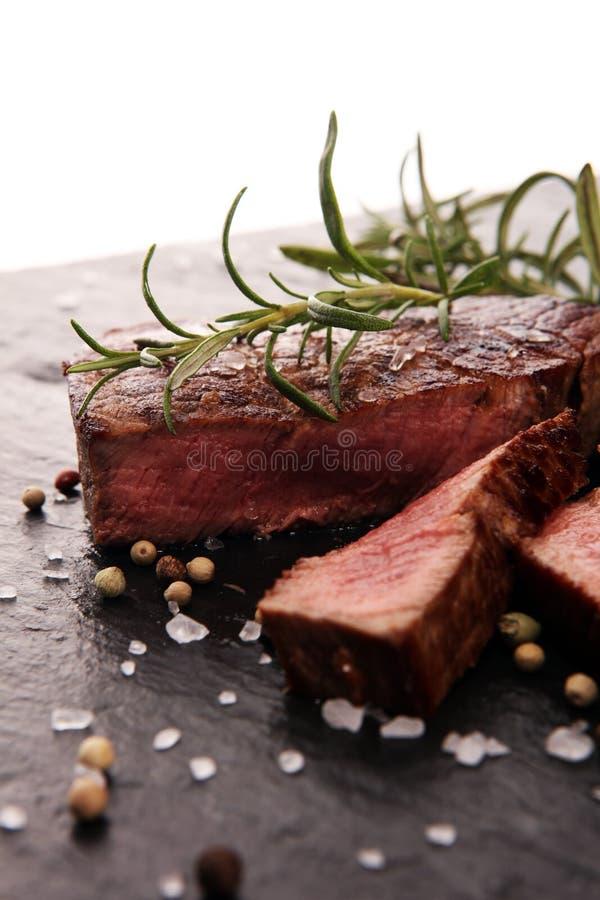 Bistecca di raccordo del barbecue Bistecche nere della carne di Angus Prime immagine stock