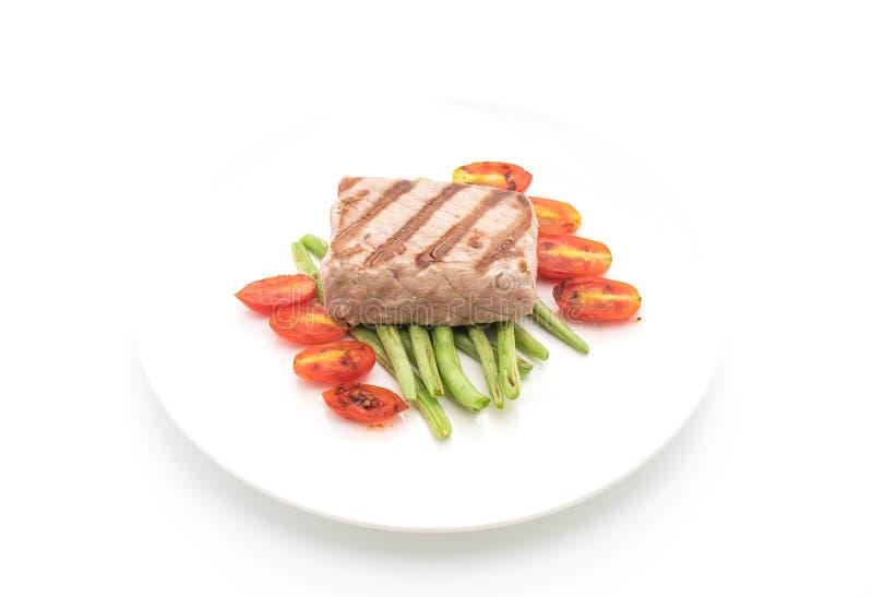 Bistecca di tonno con insalata immagini stock libere da diritti