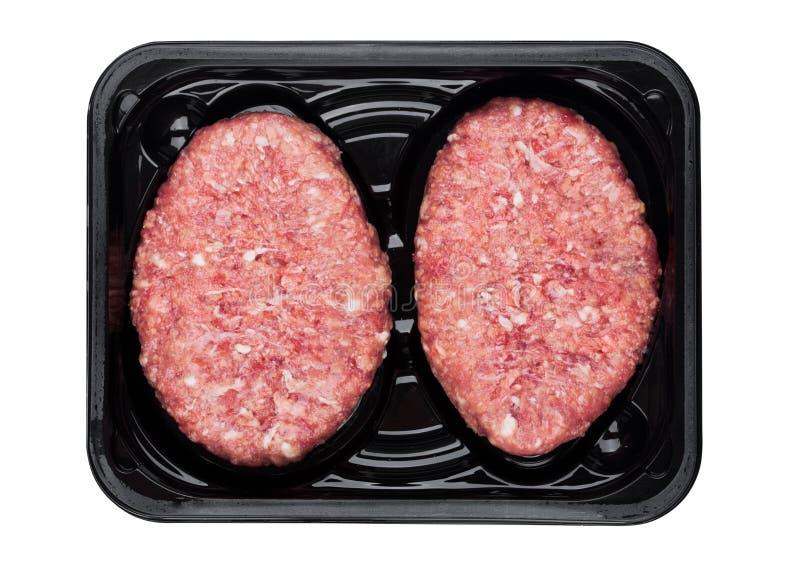 Bistecca fresca cruda della carne di cervo del manzo in vassoio di plastica immagini stock