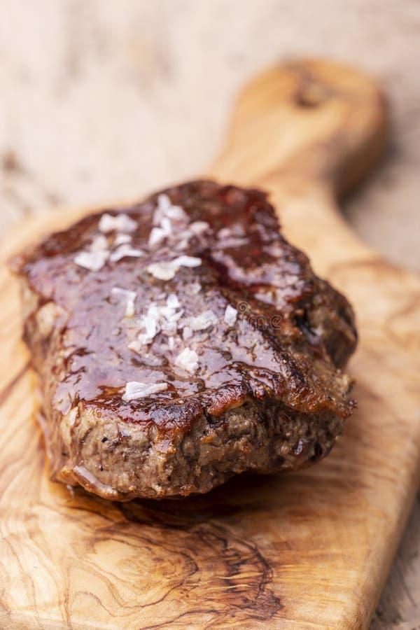 Bistecca succosa arrostita fotografie stock libere da diritti