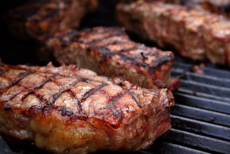 Bistecche arrostite col barbecue immagini stock libere da diritti
