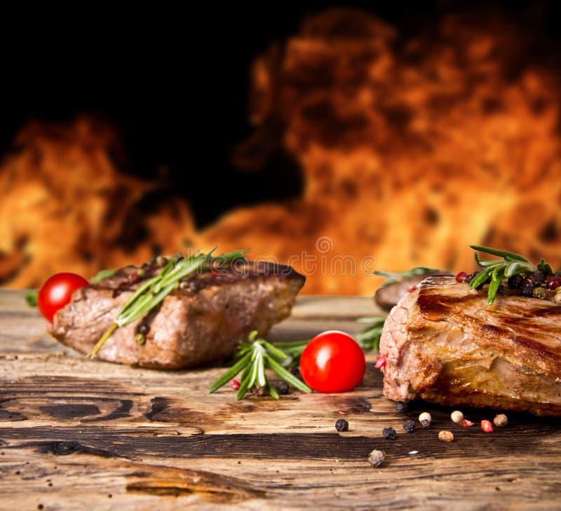 Bistecche di manzo immagini stock