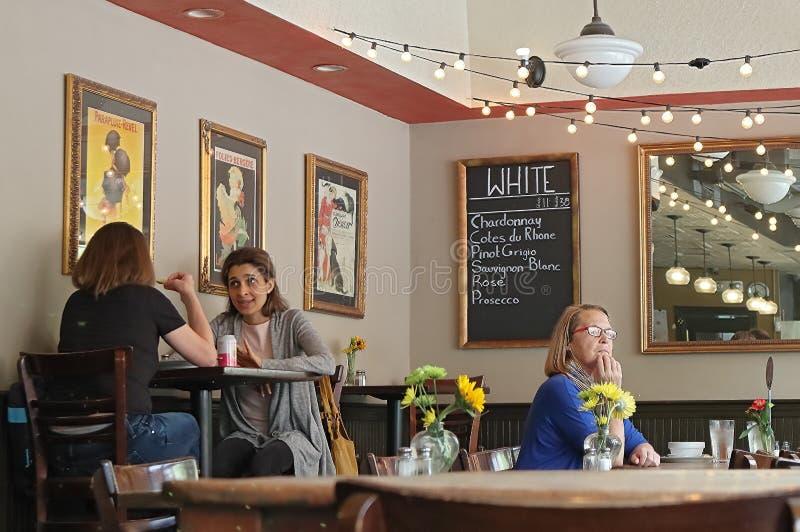 Bistros y panadería de Panificio en Beacon Hill Gente que disfruta de la comida, de la visión agradable, y del conversat imagenes de archivo