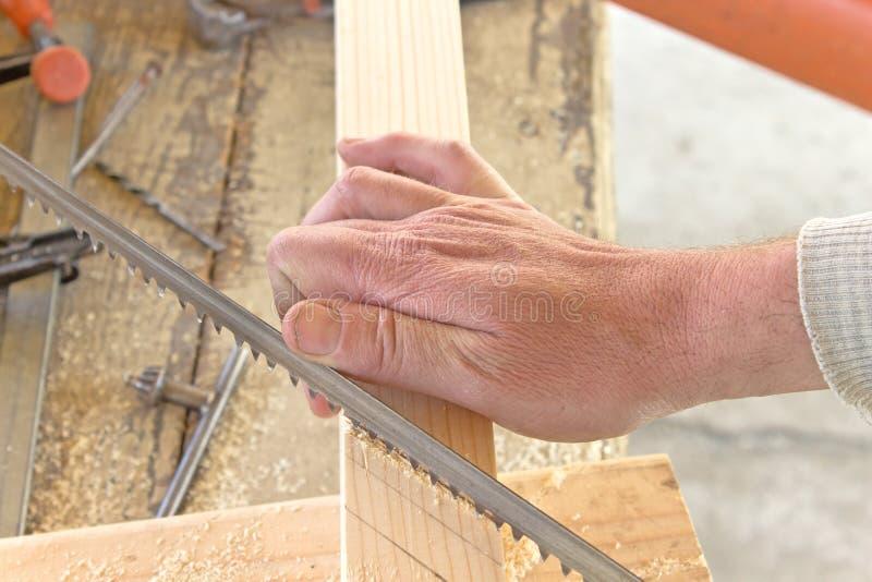 Download Bitande Trä För Hand Med En Handsåg Arkivfoto - Bild av carpentry, cutting: 78732174