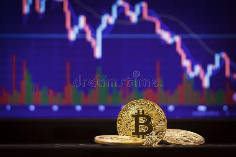 Bitcoin和defocused图背景 真正cryptocurrency概念 免版税库存图片