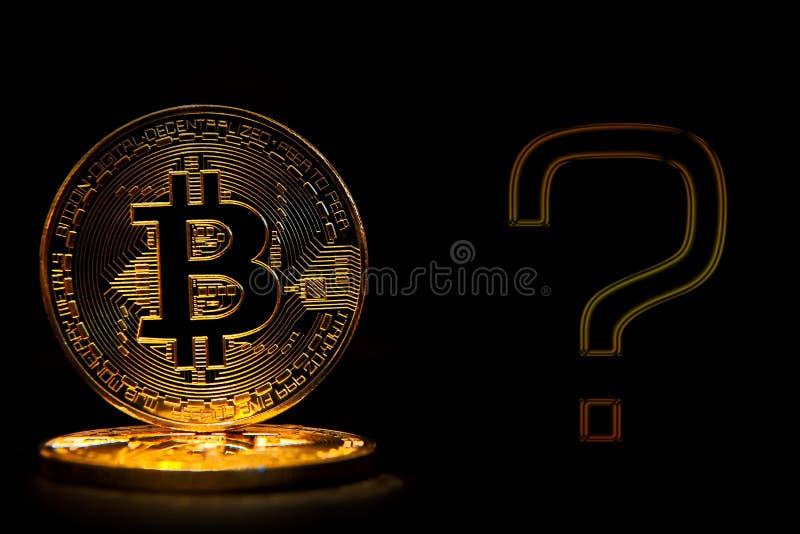 Bitcoin在与文本问题的黑背景隔绝了 库存图片