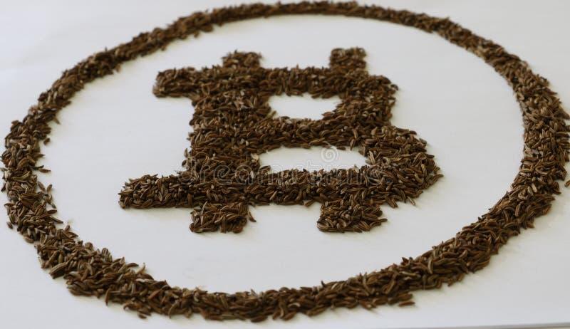 Bitcoin è fatto a mano da plastica nera fotografia stock libera da diritti