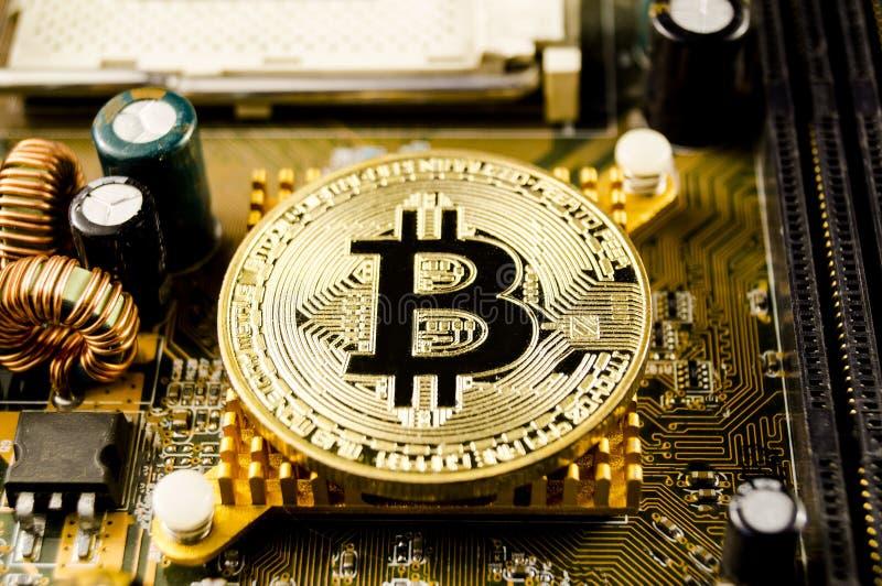 Bitcoin è un modo moderno dello scambio e di questa valuta cripto fotografia stock libera da diritti