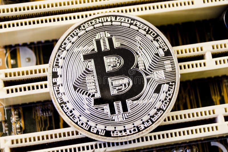 Bitcoin è un modo moderno dello scambio e di questa valuta cripto fotografie stock libere da diritti