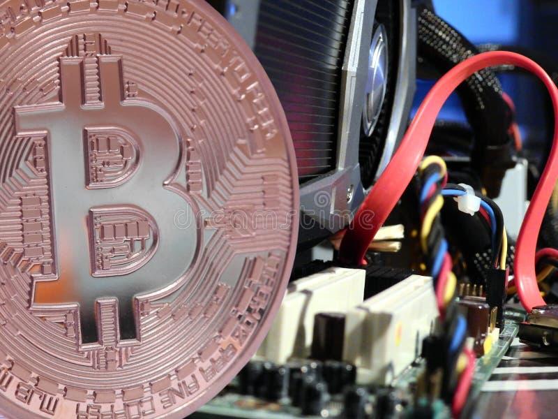 Bitcoin über Motherboard lizenzfreies stockbild