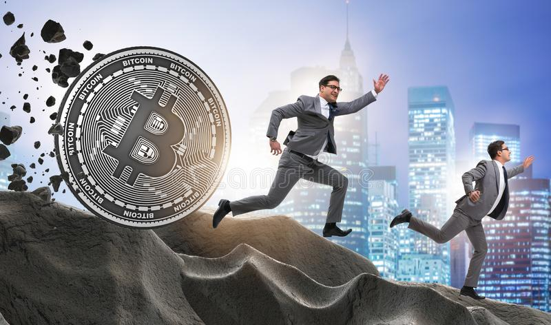 Bitcoin που χαράζει τον επιχειρηματία στην έννοια cryptocurrency blockchain στοκ εικόνα