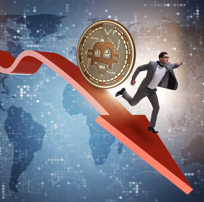 Bitcoin που χαράζει τον επιχειρηματία στη συντριβή τιμών cryptocurrency στοκ φωτογραφίες με δικαίωμα ελεύθερης χρήσης
