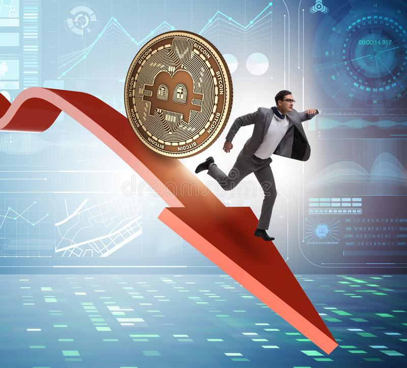Bitcoin που χαράζει τον επιχειρηματία στη συντριβή τιμών cryptocurrency στοκ εικόνα