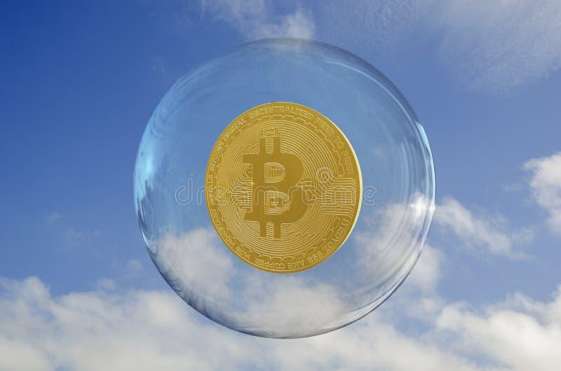 Bitcoin внутри пузыря и неба заволакивает предпосылка стоковые фотографии rf