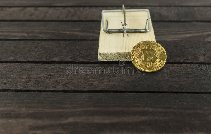 Bitcoin в ловушке мыши, финансовой концепции ловушки стоковые изображения