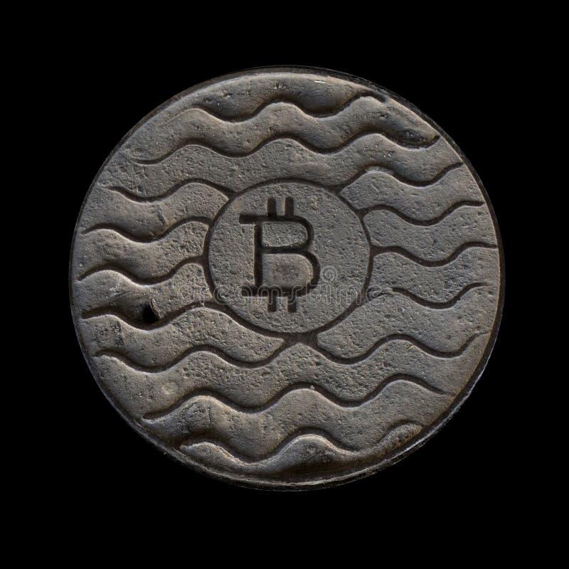Bitcoin монетки ржаво Изолировано на черноте стоковые изображения