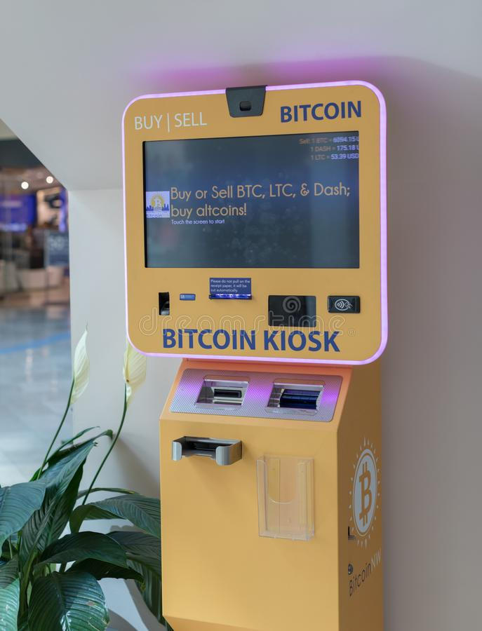 Bitcoin ATM no lugar pioneiro, shopping em Portland foto de stock royalty free