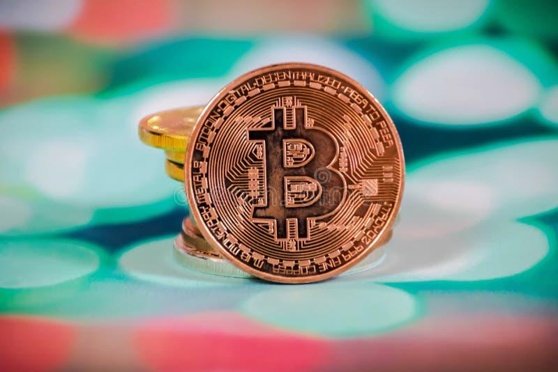 Bitcoin auf dem Tisch lizenzfreie stockfotografie