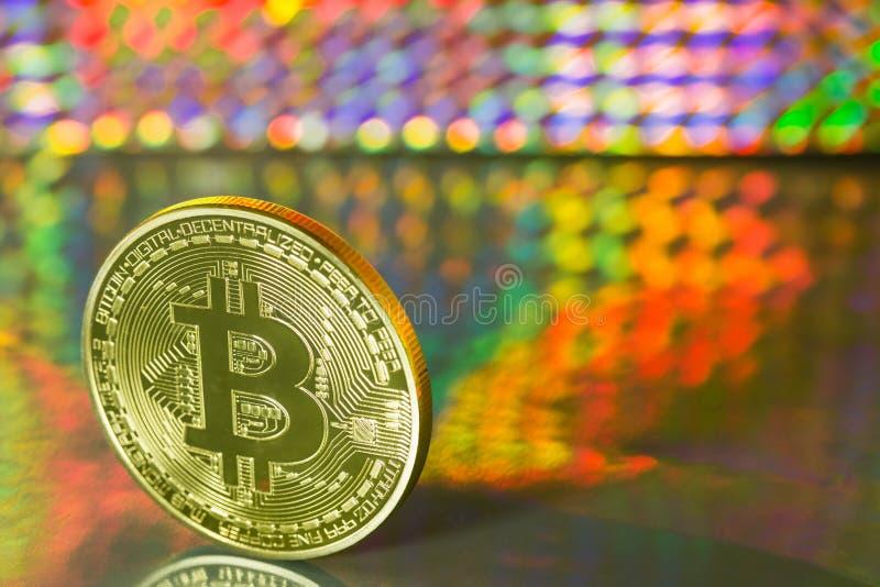 Bitcoin auf farbigem Hintergrund lizenzfreies stockbild