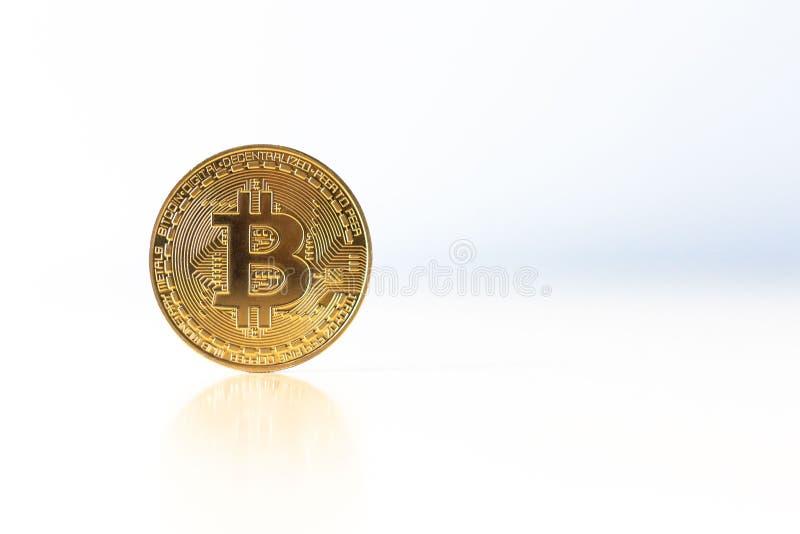 Bitcoin auf lokalisiertem weißem Hintergrund stockbilder