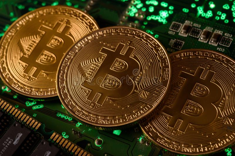Bitcoin avec la carte image stock