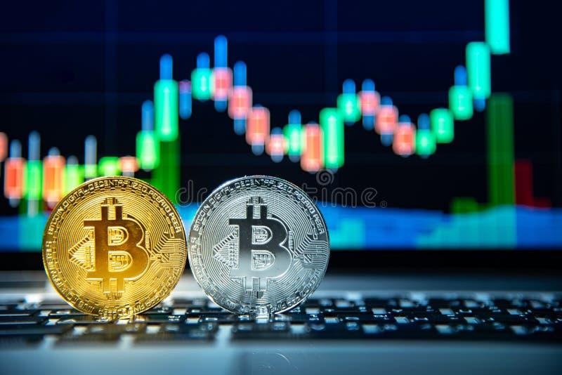 Bitcoin avec le graphique de chandelier, le cryptocurrency et le payme numérique images stock