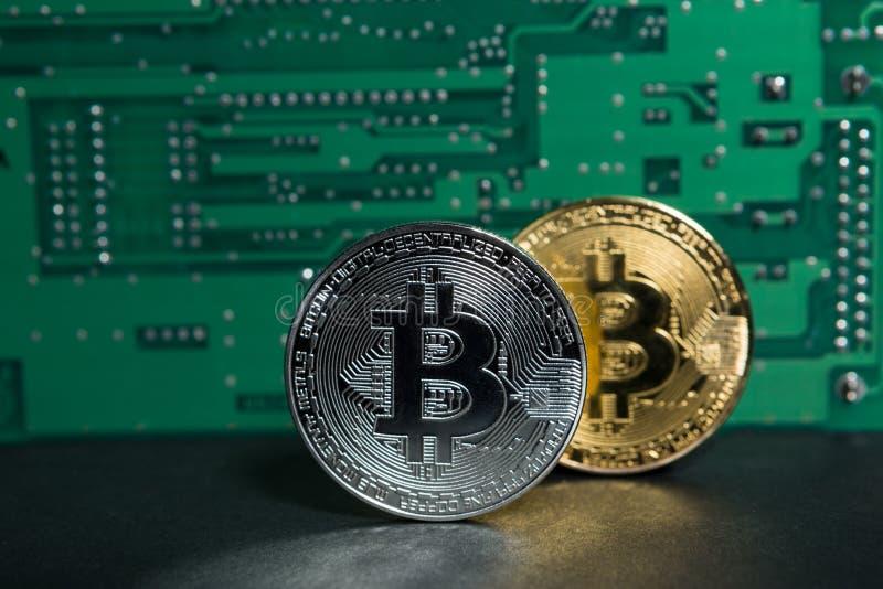 Bitcoin bryta eller crypto valutabegrepp royaltyfria foton