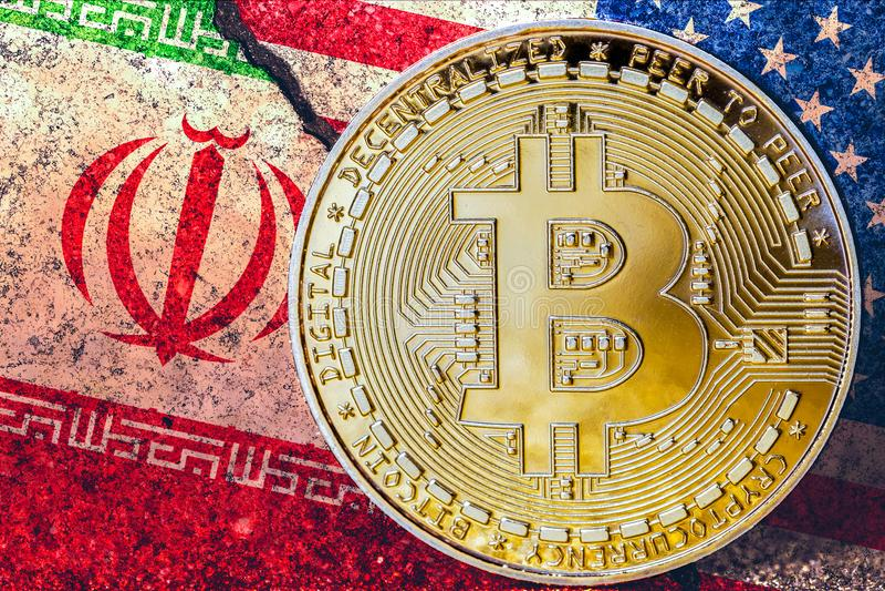 Bitcoin com iraniano e bandeiras dos EUA no fundo/confli de Irã EUA foto de stock royalty free