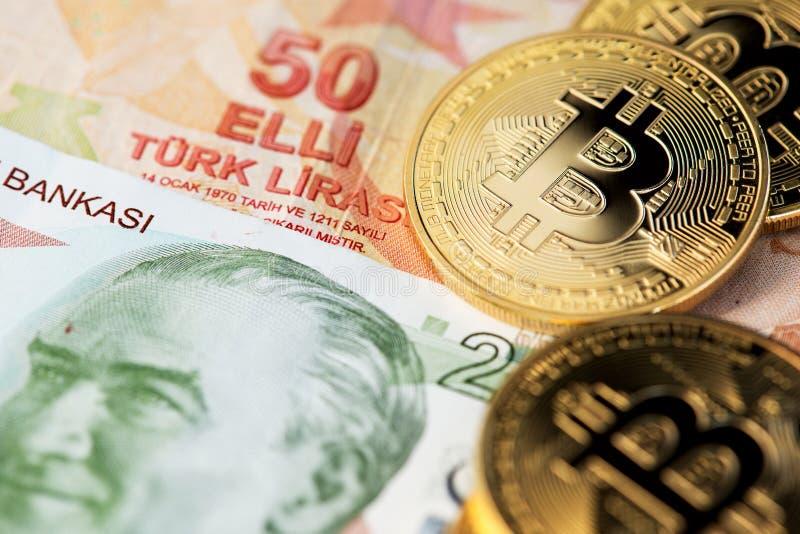 Bitcoin Cryptocurrency en Turkse Liremunt royalty-vrije stock afbeeldingen