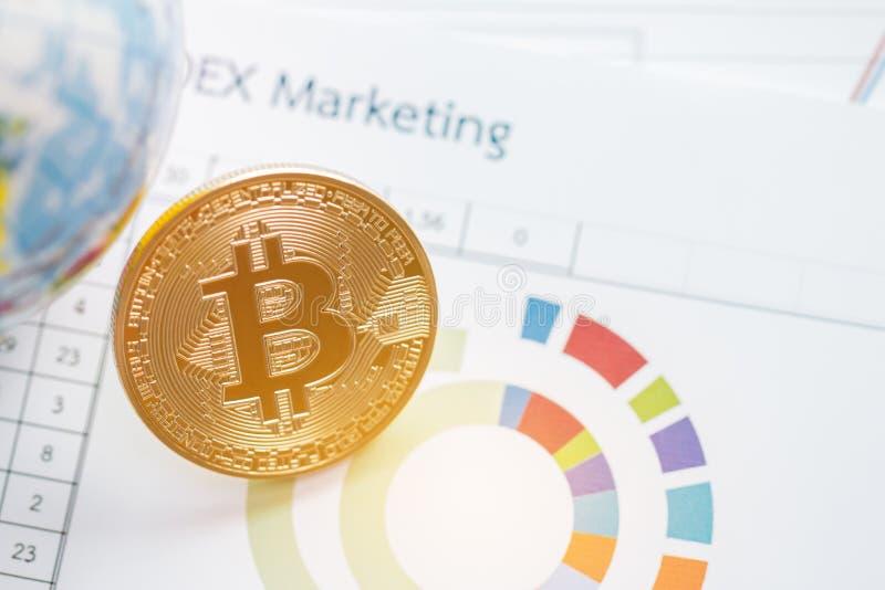 Bitcoin Cryptocurrency es moderno del dinero del pago de Digitaces del intercambio, circuito de Bitcoins del oro con símbolo de l imagen de archivo