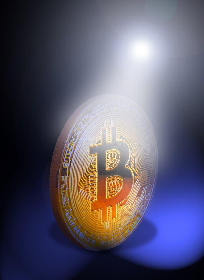 Bitcoin cryptocurrency i strålkastarestrålen royaltyfri fotografi