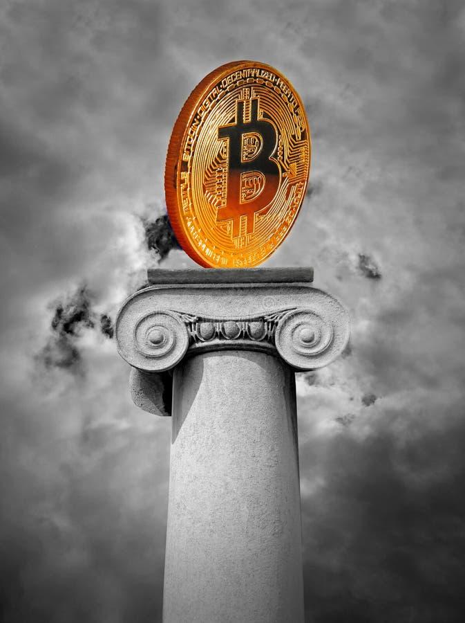 Bitcoin cryptocurrency moneta na antycznego ionic filaru szpaltowej poczcie obrazy royalty free