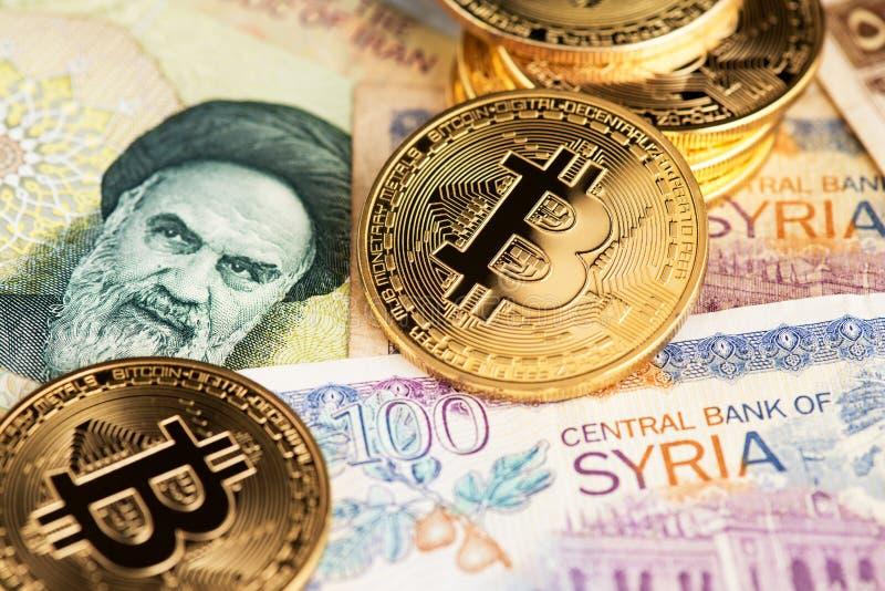 Bitcoin Cryptocurrency monety na Irańskich i Syryjskich banknotach obraz stock