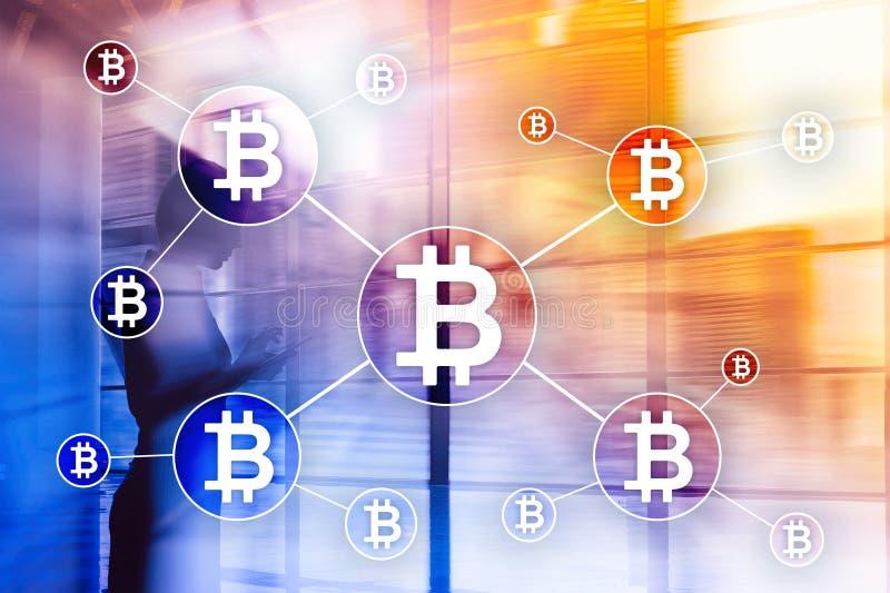 Bitcoin cryptocurrency och blockchainteknologibegrepp på suddig skyskrapabakgrund arkivfoto