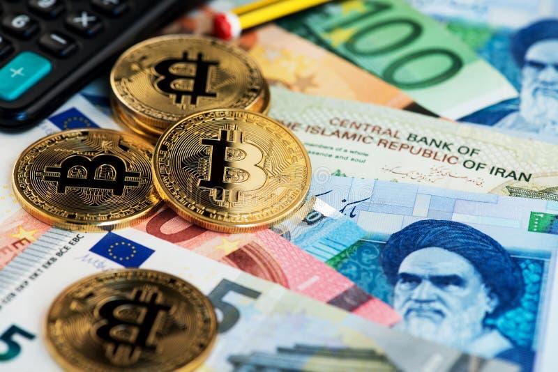Bitcoin Cryptocurrency prägt virtuelles Geld auf Euro- und Rialbanknoten lizenzfreie stockfotos