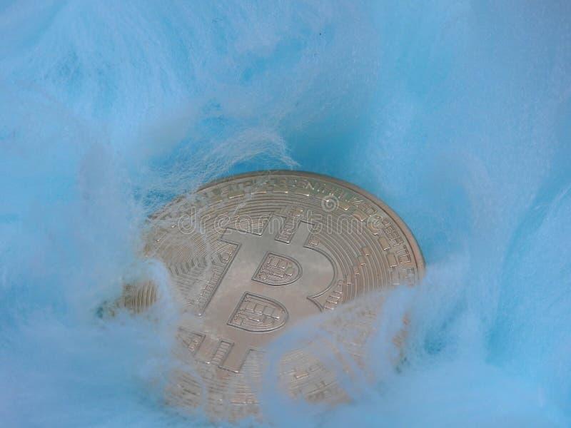 Bitcoin cuidado en exceso imagen de archivo libre de regalías