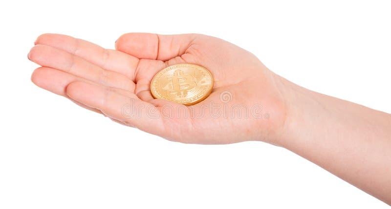 Bitcoin d'or dans une main d'homme Symbole de Digitall d'un nouveau c virtuel photo libre de droits
