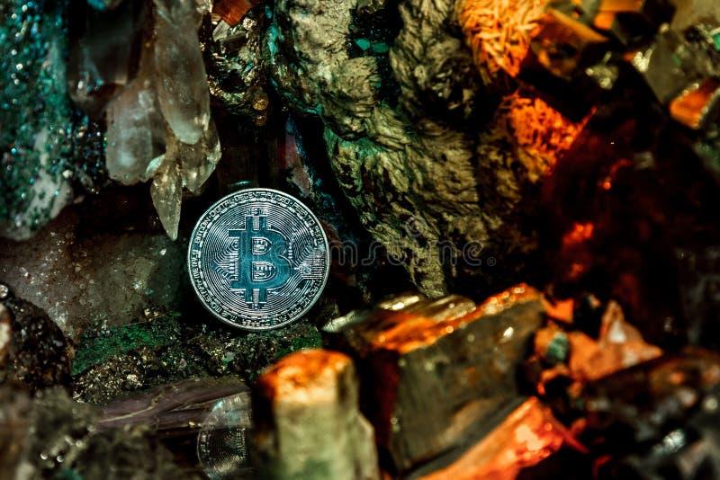 Bitcoin dans la pierre photographie stock libre de droits