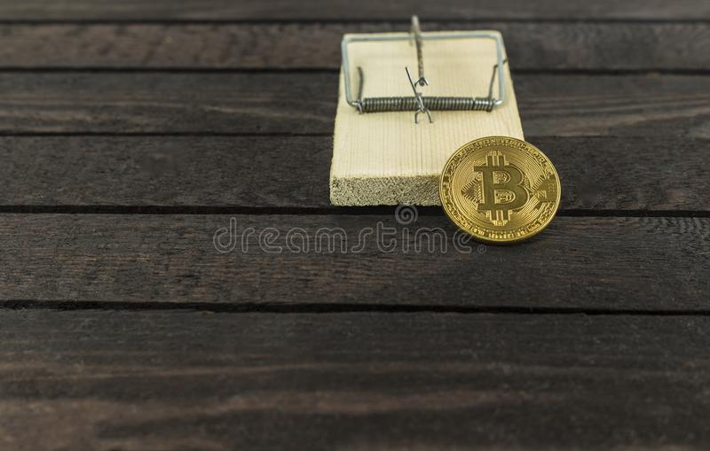 Bitcoin dans le piège de souris, concept financier de piège images stock